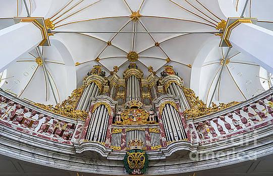 Vyacheslav Isaev - Church organ with gold ornament