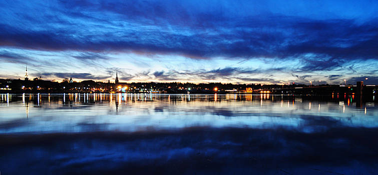 City Reflections by Tor  Johannessen