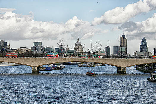 Patricia Hofmeester - Cityscape of London with Thames river