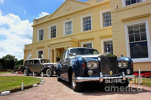 Classic Cars at the Manor House by Vicki Spindler