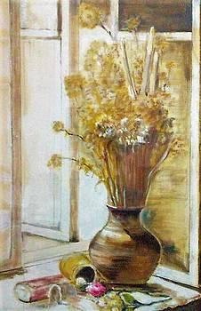 Clay vase by Khalid Saeed