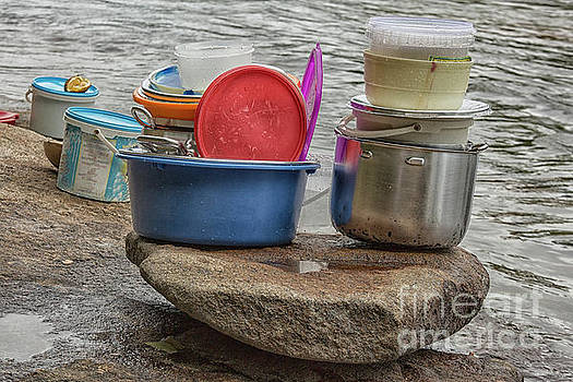 Clean dishes by Patricia Hofmeester