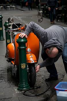 Clean Vespa by Lee Stickels