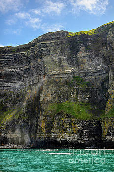 RicardMN Photography - Cliffs of Moher from the sea close up