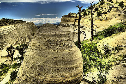 Climbing the Tent rocks by Jeff Swan