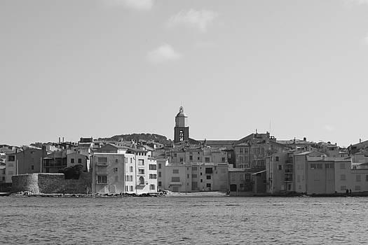 Clocher de Saint - Tropez vue de la mer  by Tom Vandenhende