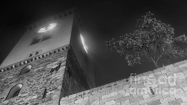 Vyacheslav Isaev - Clock tower at night