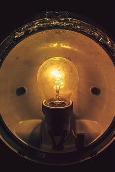 Eduardo Huelin - Close up grungy glowing light bulb
