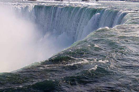 Reimar Gaertner - Close up view of Canadian Horseshoe Falls at Niagara Falls Ontar