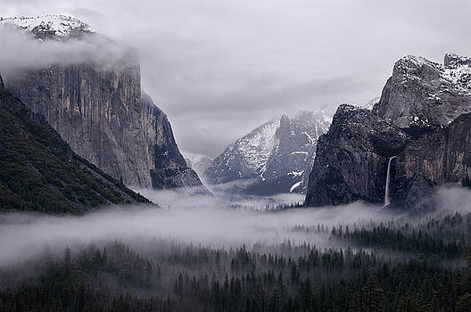 Reimar Gaertner - Clouds and fog in Yosemite Valley after a winter storm from Tunn