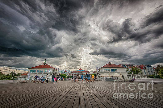 Mariusz Talarek - Clouds over the Molo Pier, Sopot