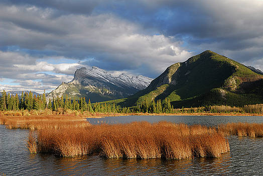 Reimar Gaertner - Clouds over third Vermillion Lake and Mount Rundle and Stanton P
