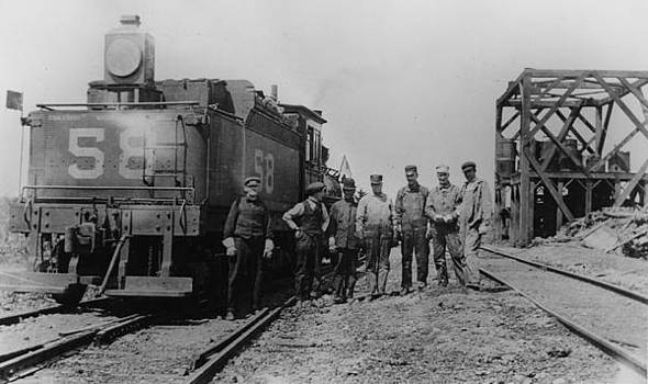 Chicago and North Western Historical Society - CMO 58 and Coal Dock on Marshfield Line - 1910