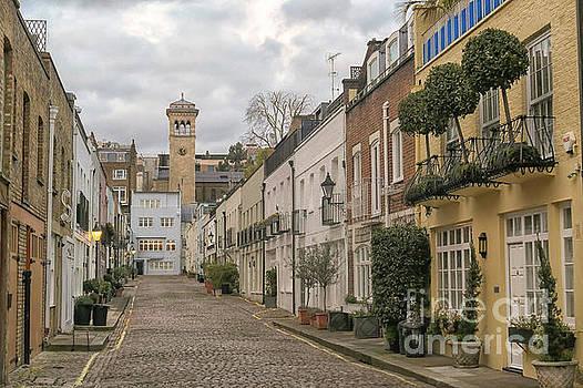 Patricia Hofmeester - cobblestoned street in the Mews in London Kensington