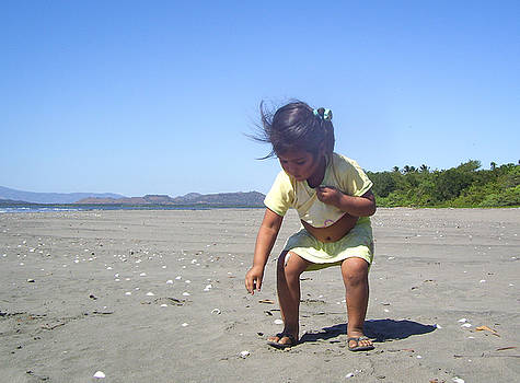 Jose - Collecting Shells in Shirt