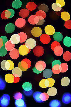 Reimar Gaertner - Colorful out of focus Christmas lights at night