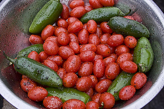 James BO  Insogna - Colorful Tomato Pepper Bowl