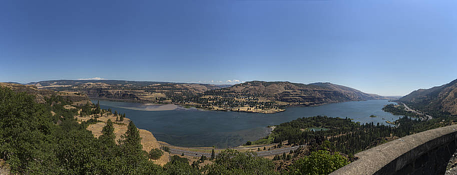 Columbia River from Oregon to Washington by Angela Stanton