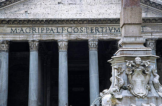 Sami Sarkis - Columnar structure of the facade of the Pantheon