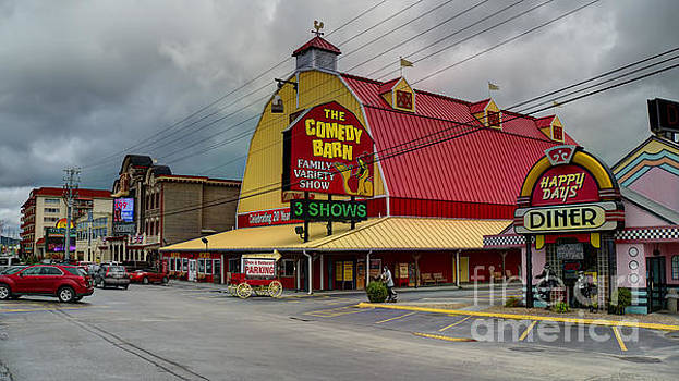 Comedy Barn Pigeon Forge by Ules Barnwell