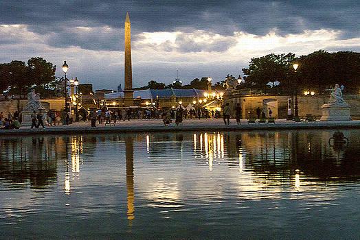 Concorde Paris silhouettes by Milan Mirkovic