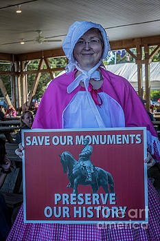 Doug Berry - Confederate Southern Belle With a Cause_Save Our Monuments 4951
