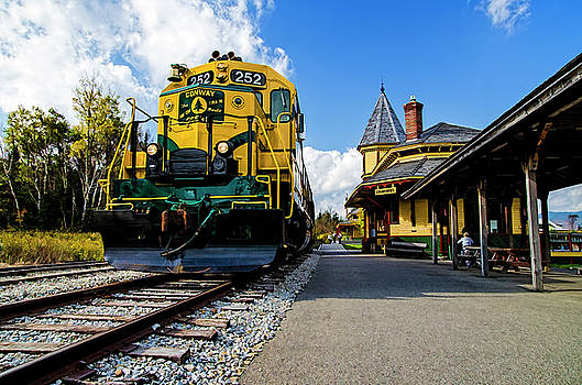 Conway Scenic Railway #252 by Lee Fortier