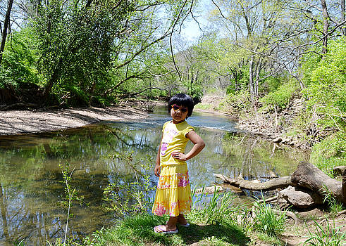Pau - Cool Girl at the River