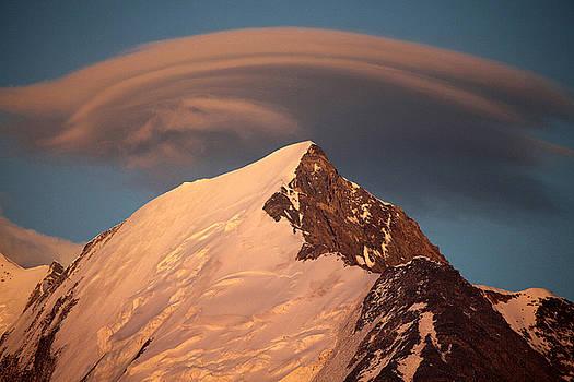 Coucher De Soleil Et Lenticulaire Sur Le Bionnassay Massif Du Mont Blanc Haute Savoie by Catherine Leblanc
