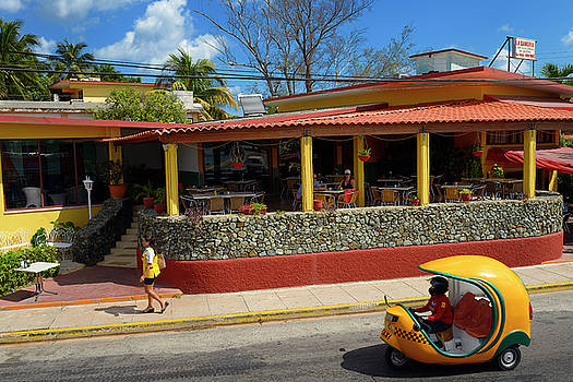 Reimar Gaertner - Couple at a cafe in Varadero Cuba with Coco motor bike auto rick