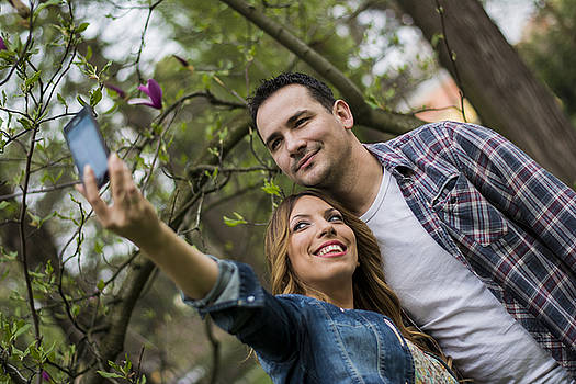 Newnow Photography By Vera Cepic - Couple taking a selfie