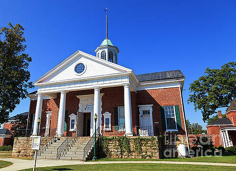 Jill Lang - Courthouse in the town of Appomattox