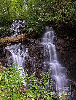 Cranberry Falls. by Itai Minovitz