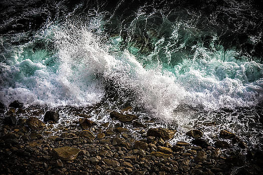 Crashing Surf by Jason Roberts