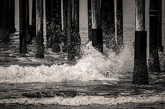 Crashing Waves by Ken Mickel