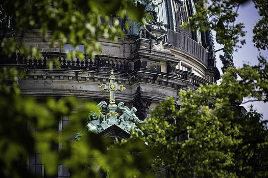 Chris Coffee - Cross, Berlin Cathedral, Germany