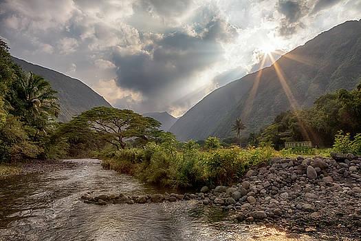 Susan Rissi Tregoning - Crossing Hiilawe Stream