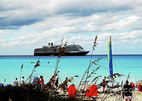 Gary Wonning - Cruise Ship at Half Mon Cay