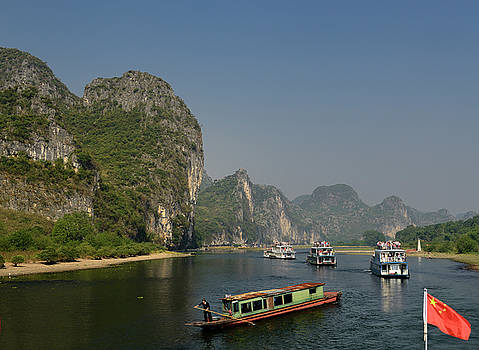 Reimar Gaertner - Cruise ships and rusted barge on the Li River Guangxi China with