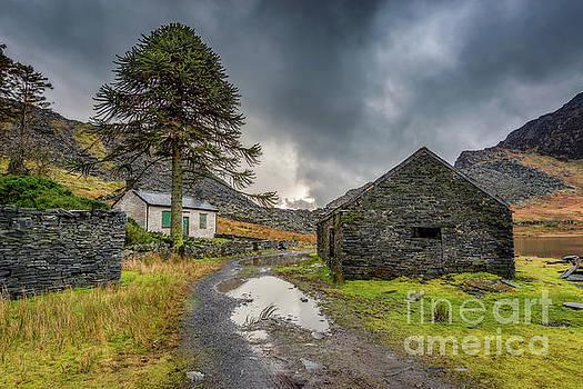 Cwmorthin Slate Ruins by Adrian Evans