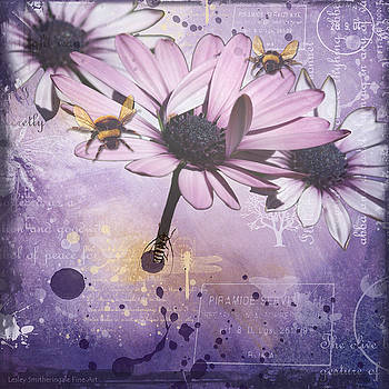 Daisy and Bees by Lesley Smitheringale