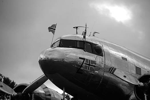 Dakota DC 3 by Robert Phelan