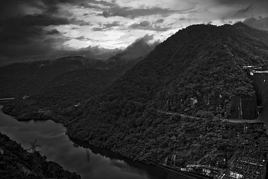 Dam Channel by Leo Bello