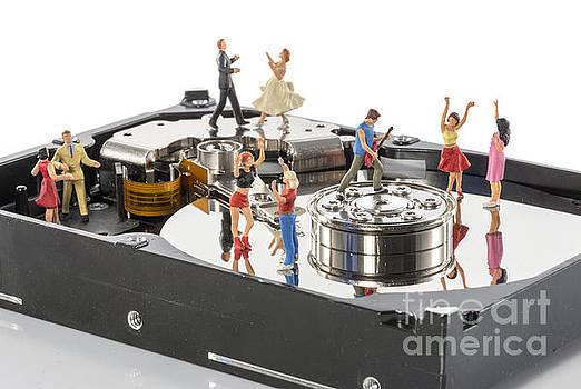 Compuinfoto   - dance party on harddisk
