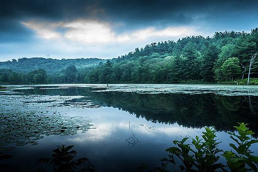 Daybreak at Rifle Range Pond, Waterbury Connecticut by Skyelyte Photography byLinda Rasch