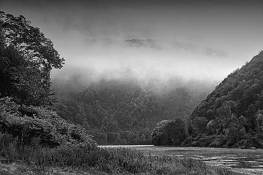 Raymond Salani III - Delaware Water Gap Clouds Set In