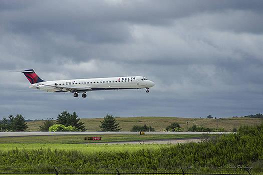 Reid Callaway - Delta Airlines McDonnell Douglas Aircraft N952DL Hartsfield-Jackson Atlanta International Airport