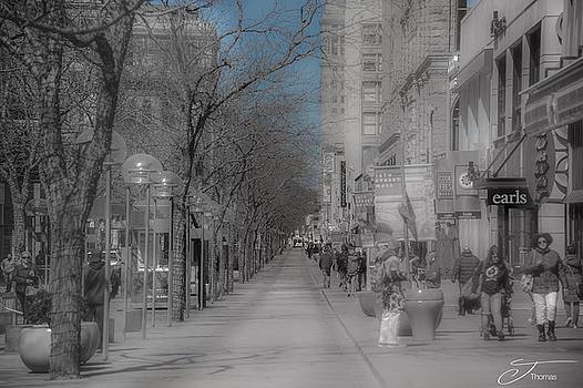 Denver 16th Street Mall by J Thomas