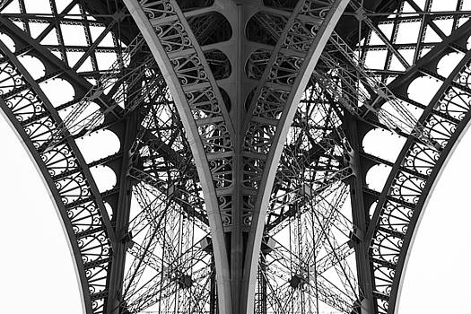 Detail of the legs of the Eiffel Tower by Oscar Gutierrez