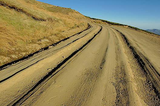 Sami Sarkis - Dirt road winding